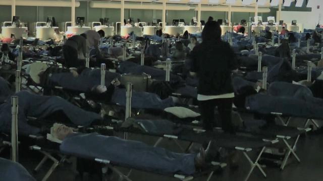 Schiphol plaatst 1.300 veldbedden voor gestrande reizigers