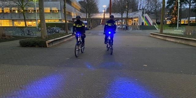 Politie test blauwe zwaailichten voor agenten op de fiets