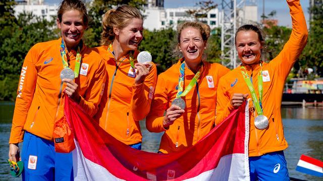 Vrouwen dubbelvier verovert met zilver eerste roeimedaille in Rio