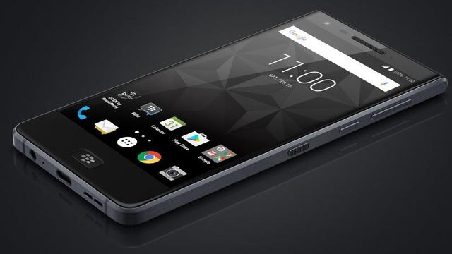 Gelekte afbeelding toont BlackBerry-telefoon zonder toetsenbord