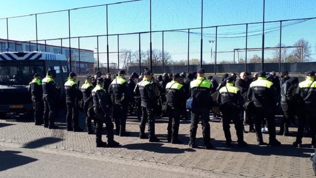 Amsterdamse politie pakt tweede groep Juventus-fans met wapens op
