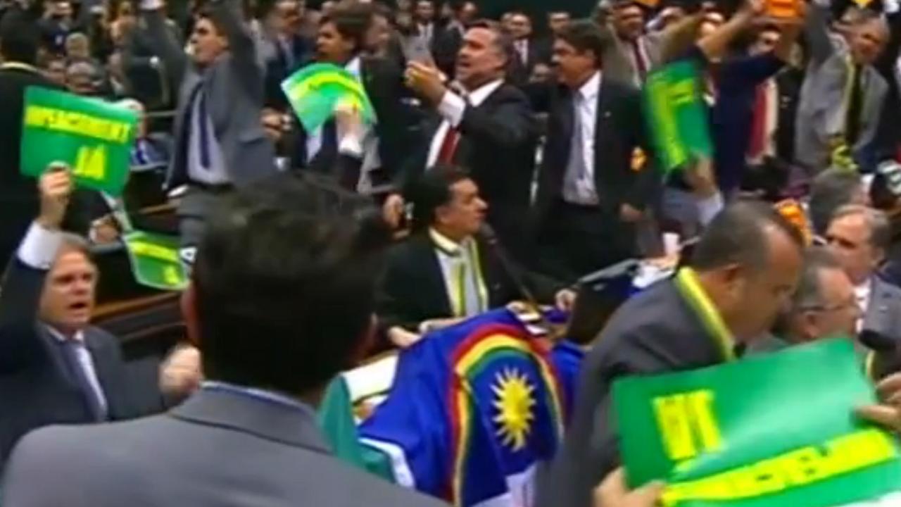 Chaotische vergadering Braziliaans parlement over afzetting president Rousseff