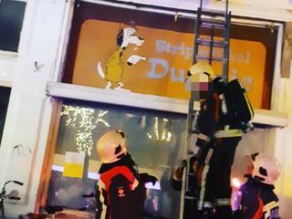 Brandweer ging woning binnen via raam
