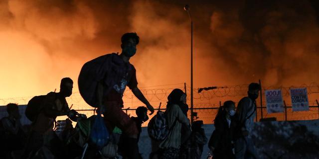 Coalitie werkt aan opvangdeal, debat over branden in kamp Moria uitgesteld