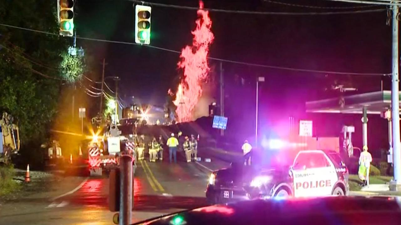Metershoge steekvlam slaat uit gasleiding in Pittsburgh