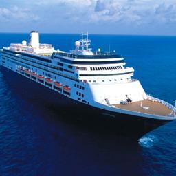 Cruiseschepen MS Zaandam en MS Rotterdam aangemeerd in haven Florida