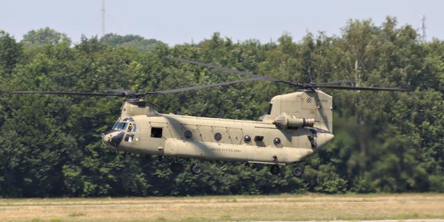 Helikopters Amerikaanse leger via Eindhoven en Rotterdam naar eigen land
