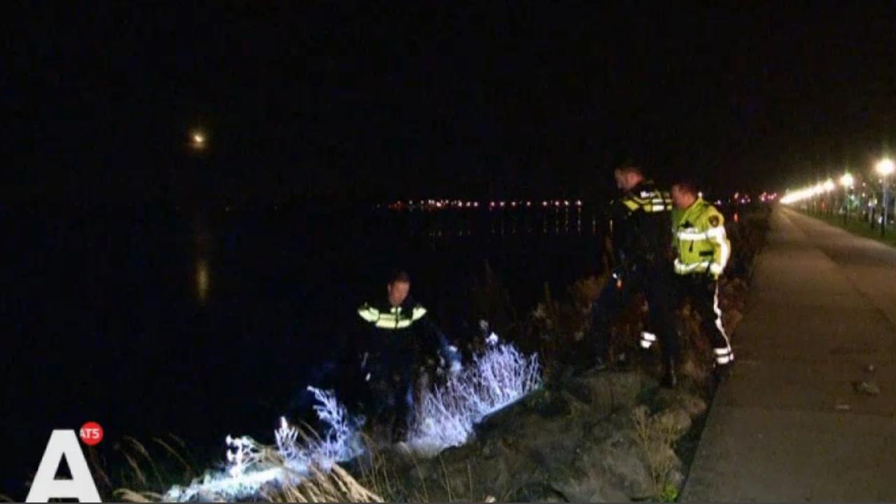 Man uit water gered bij IJburg
