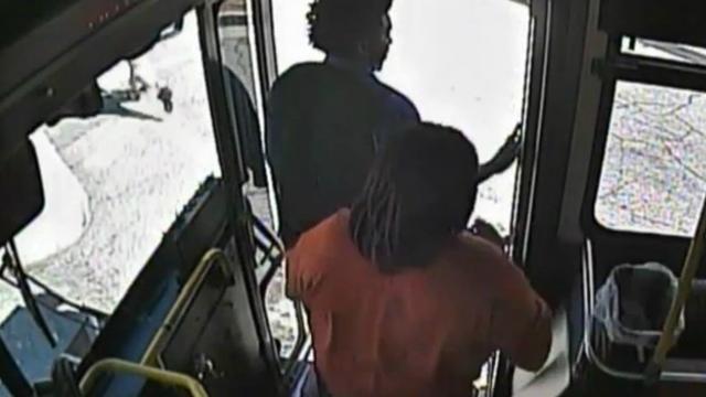 Buspassagiers ontsnappen bij botsing met trein in Atlanta