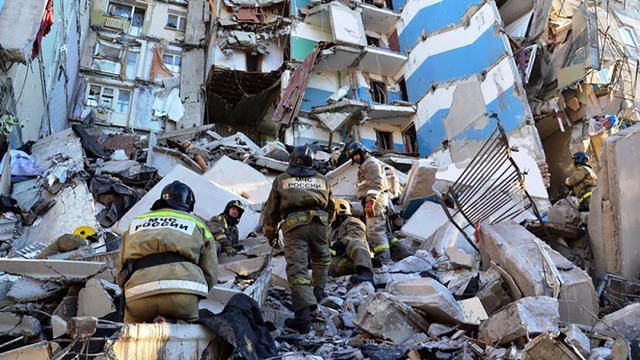 Zeker vier doden en tientallen vermisten na instorten flat in Rusland
