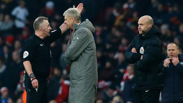 FA stelt onderzoek in naar wangedrag Wenger tegen Burnley