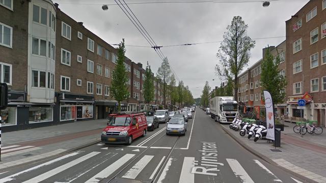 Automobilist botst tegen auto's in Rijnstraat in Rivierenbuurt