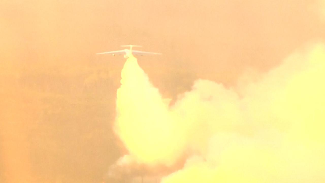 Transportvliegtuigen blussen enorme brandhaarden in Siberië