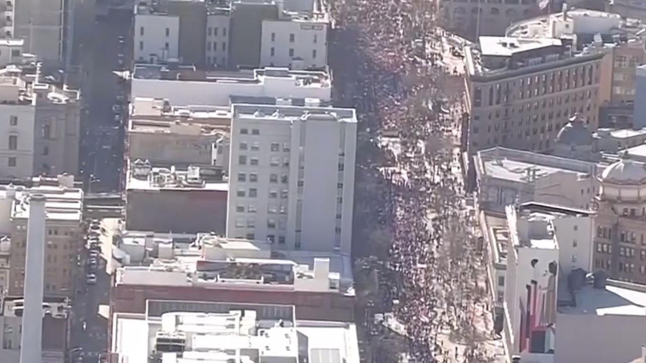 Honderdduizenden mensen bij marsen tegen Trump
