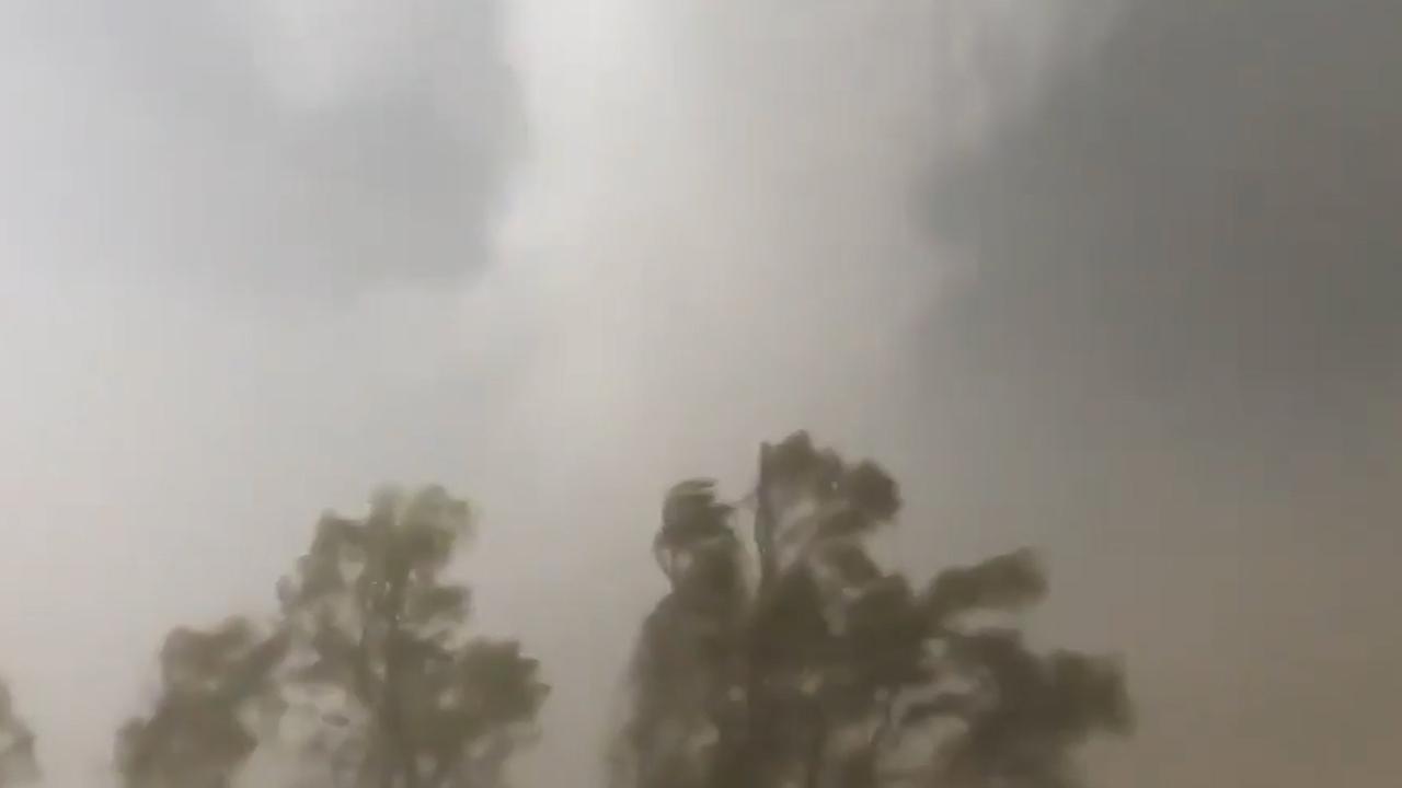 Amerikaanse stormjager komt in tornado terecht