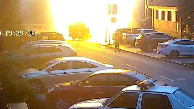 Inzittenden vrachtwagen ontsnappen aan steekvlam in China