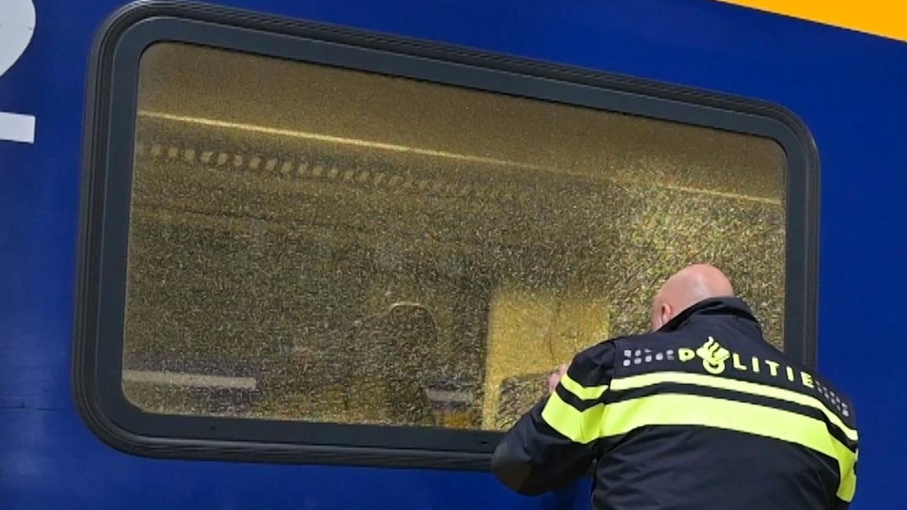 Politie onderzoekt beschoten trein in Breda