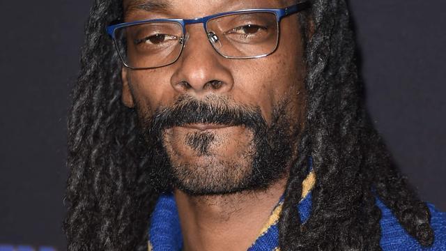 'Snoop Dogg brengt eerbetoon aan Tupac Shakur bij Hall of Fame-ceremonie'