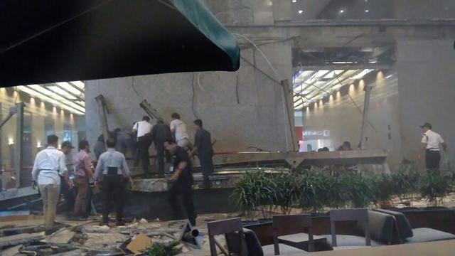 Tientallen gewonden na instorten vloer beurs Jakarta
