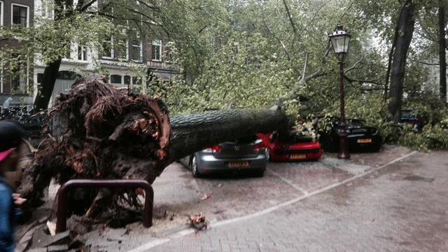 Het nieuws van 25 juli: Zomerstorm trekt over Nederland