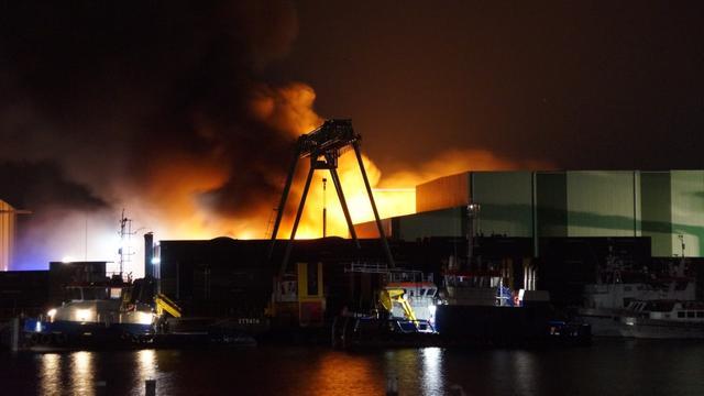 Grote brand op scheepswerf in Gelderse Aalst onder controle