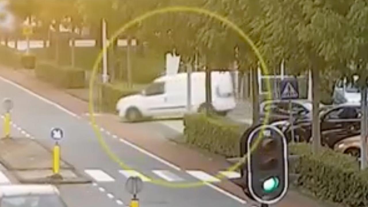 Politie deelt nieuwe beelden van vluchtauto schutter Derk Wiersum