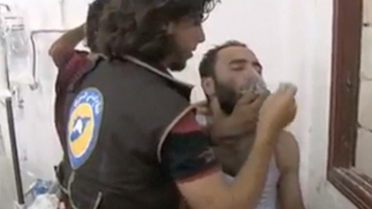 'Vaten met gif boven Syrische plaats gedropt'