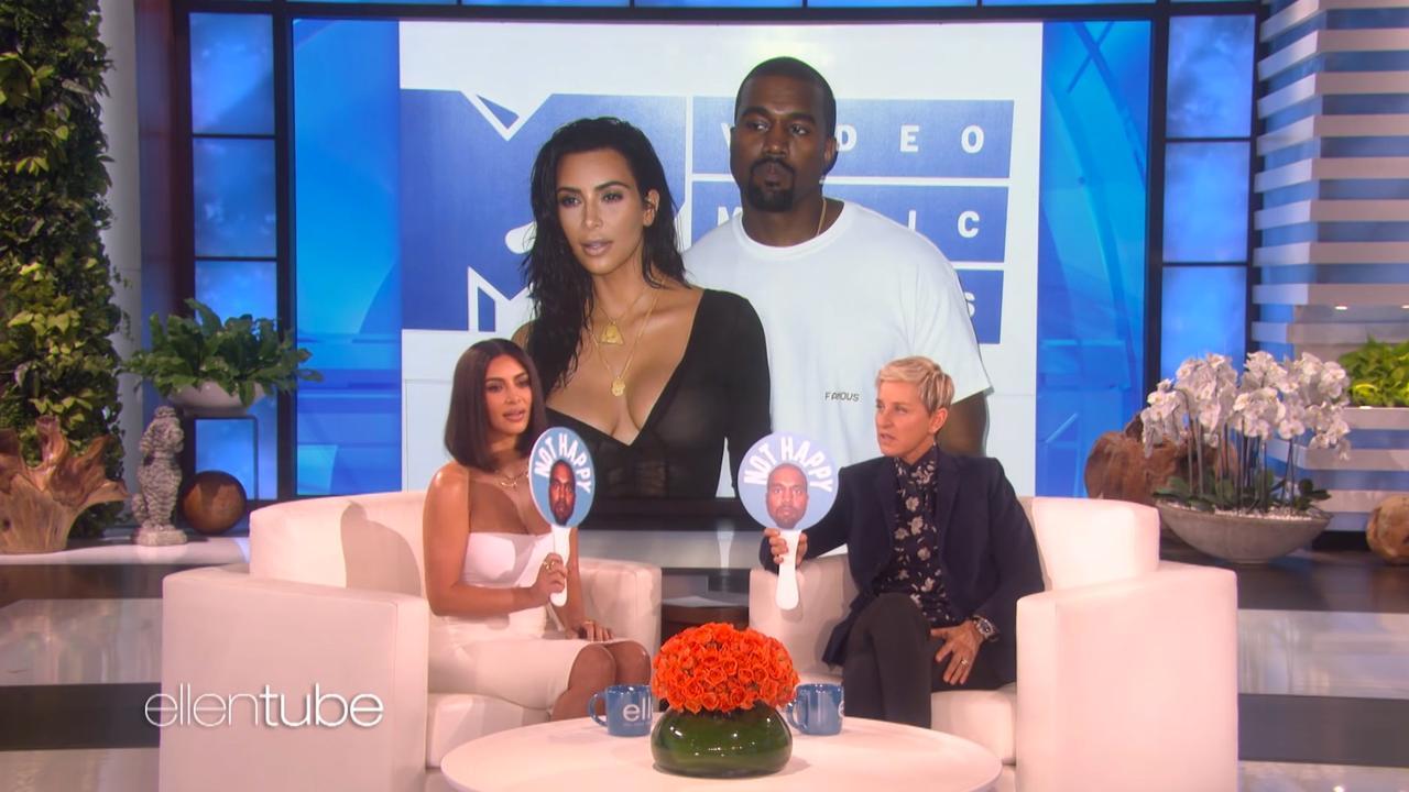 Kim Kardashian kiest aan de hand van foto's of Kanye vrolijk is of niet