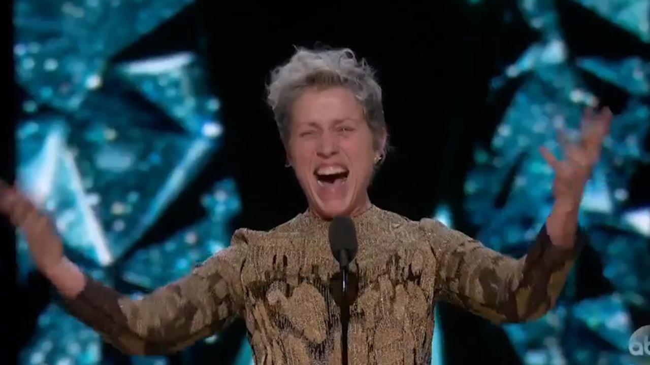 Frances McDormand vraagt alle vrouwen op te staan in Oscarspeech