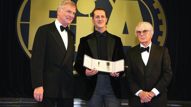 Max Mosley, Michael Schumacher en Bernie Ecclestone bij het FIA-gala in 2006.