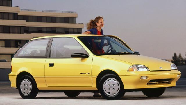 Ook de Amerikaanse versie van de Suzuki Swift, de Geo Metro, had automatische gordels.