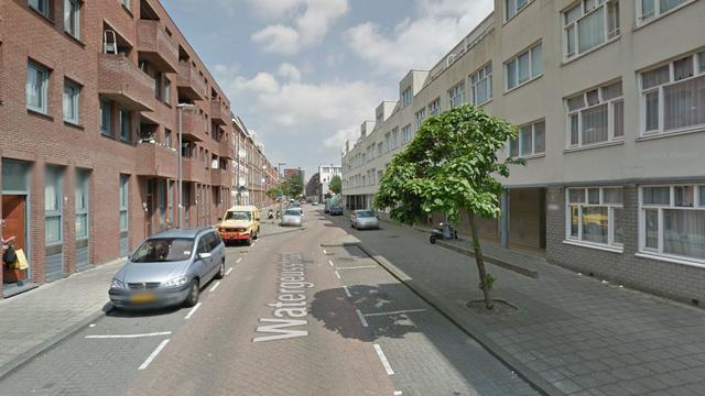 Dader vlucht na schietpartij op Watergeusstraat in Rotterdam-Delfshaven