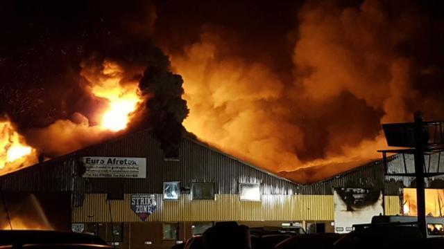 Grote brand in loods Lijnden onder control