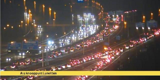 Ongeluk bij Lunetten veroorzaakt tijdelijk flinke file op A12