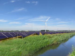 Het gaat om de zonneparken in Emmeloord, Middelburg en Uden