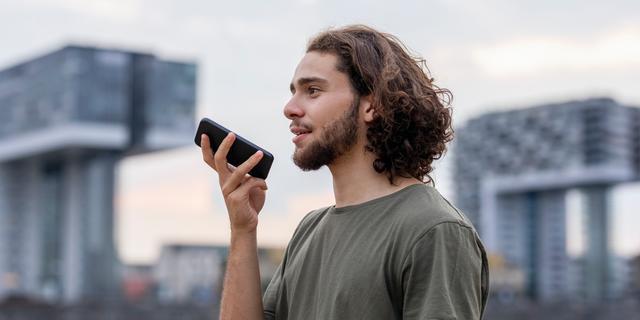 Monster van scherm van mobiele telefoon kan dienen als coronatest