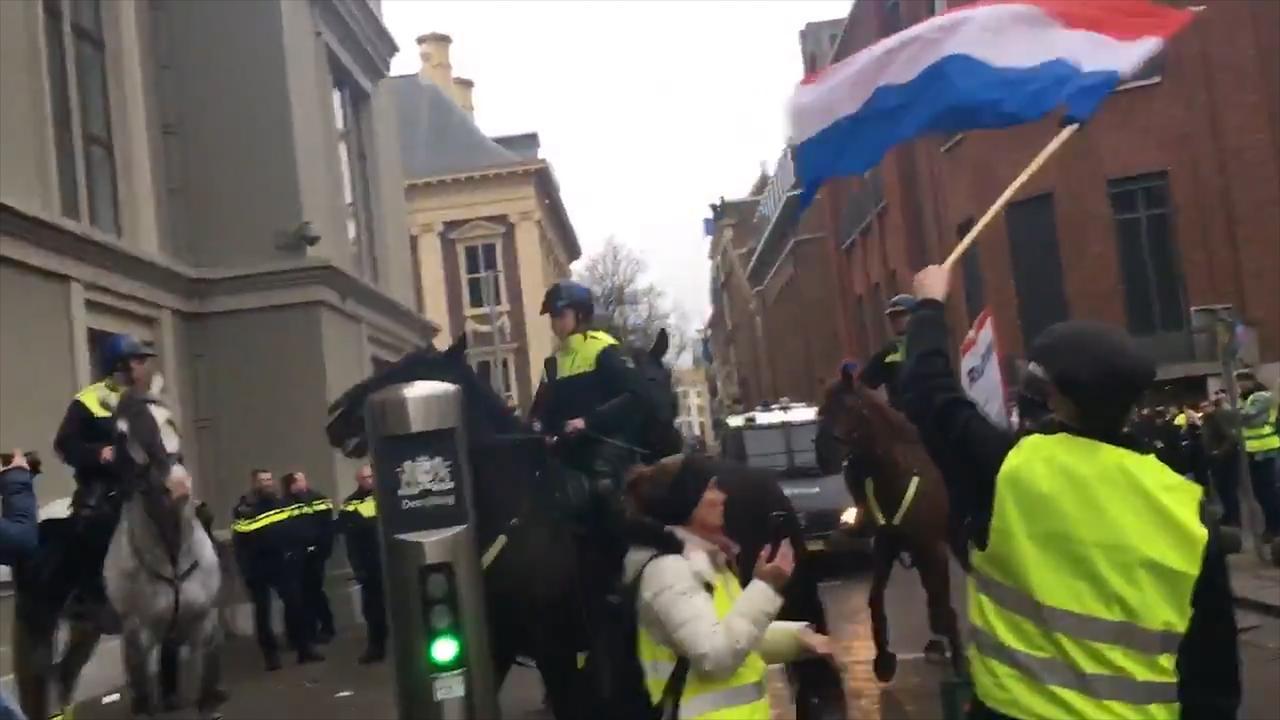 Politie beëindigt protest 'Gele Hesjes' in Den Haag