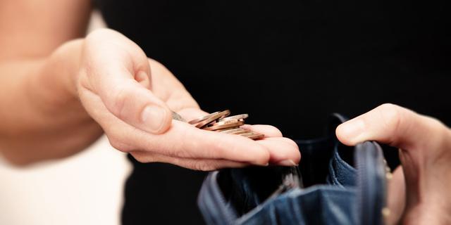 Loonkloof tussen hoger- en lageropgeleide en tussen man en vrouw groeit
