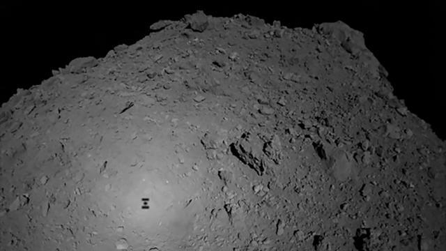 Verkenner landt op planetoïde die rond zon draait