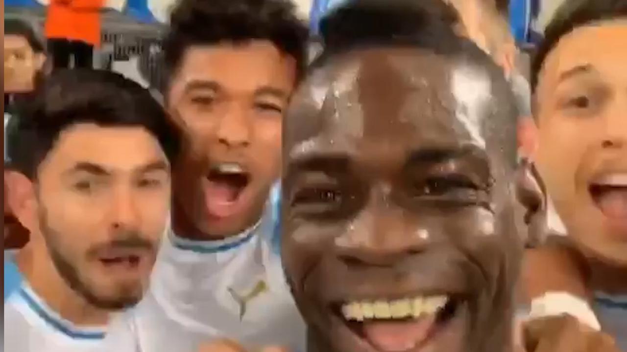 Balotelli viert doelpunt voor Marseille live op Instagram