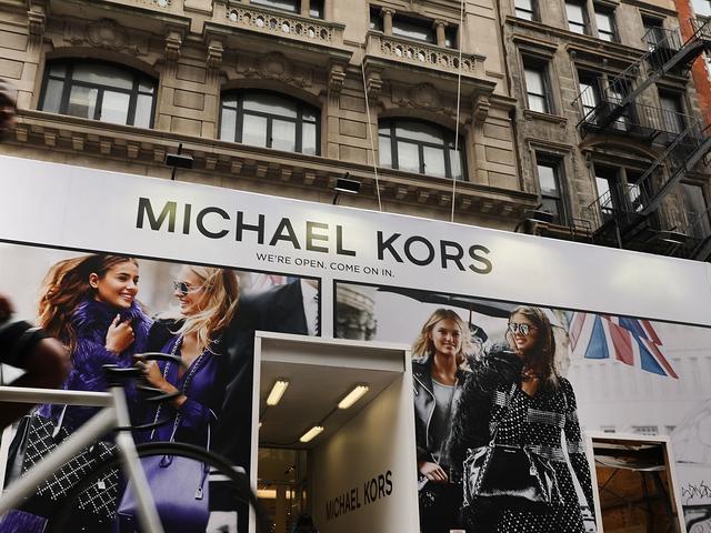 Modehuis Michael Kors neemt Versace over voor bijna 2 miljard euro