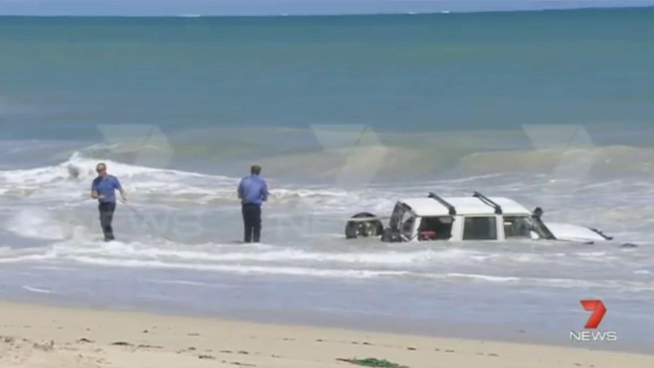 Man rijdt oceaan in om aan politie te ontsnappen