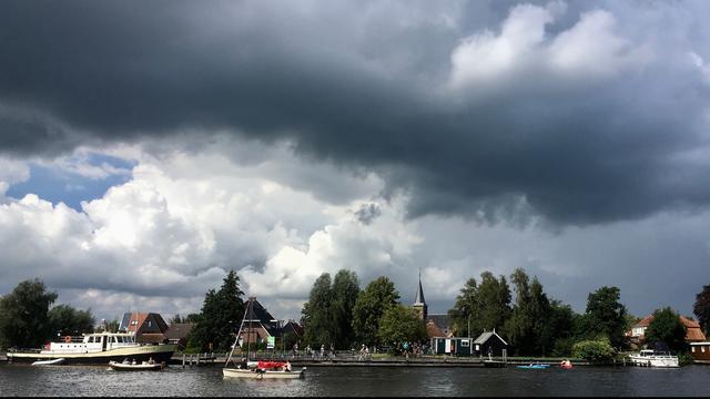 Weerbericht: Neerslag trekt vanuit zuidwesten over Nederland