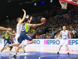 Basketballer met vijf anderen op de shortlist