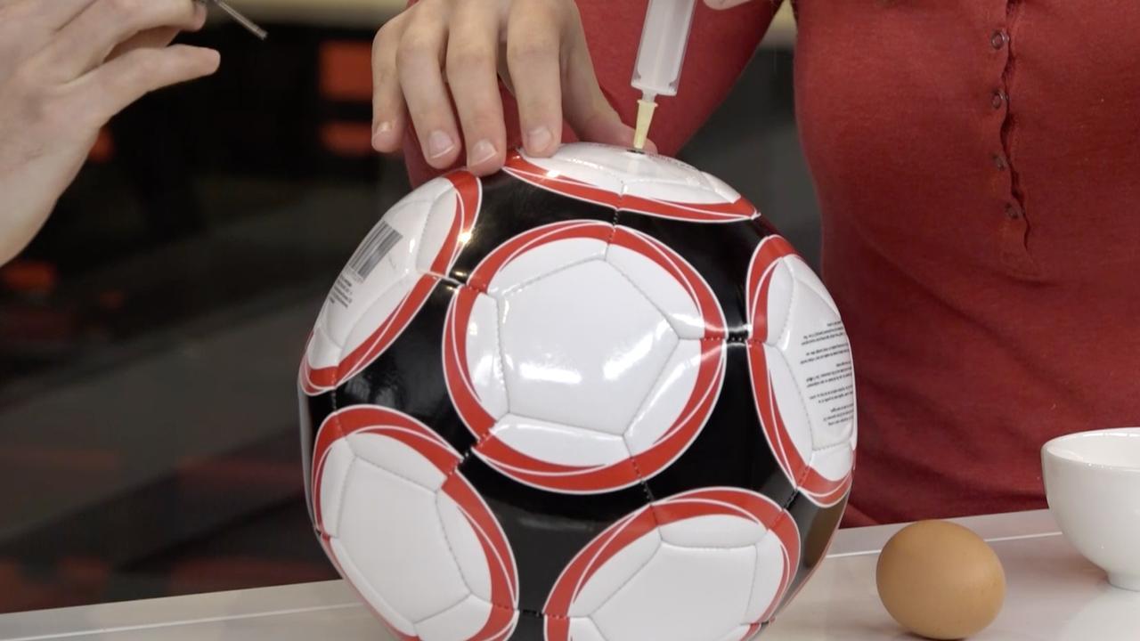 Lifehack getest: Lekke bal repareren met een ei