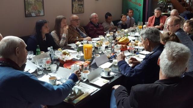 Alphense veteranen beantwoorden vragen leerlingen tijdens lunch