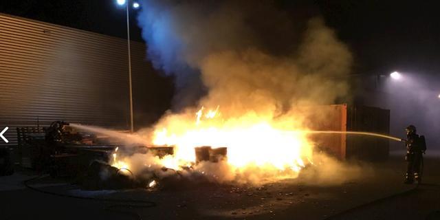 Brandweer rukt uit voor brandende batterijen en accu's aan Grenssteen