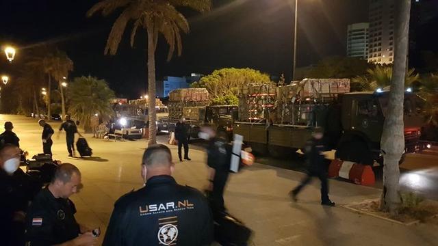 Nederlands reddingsteam met speurhonden aangekomen in Beiroet