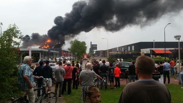 Grote uitslaande brand op Vosdonk in Etten-Leur