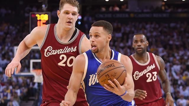 Golden State Warriors verslaat Cleveland Cavaliers in NBA-topper